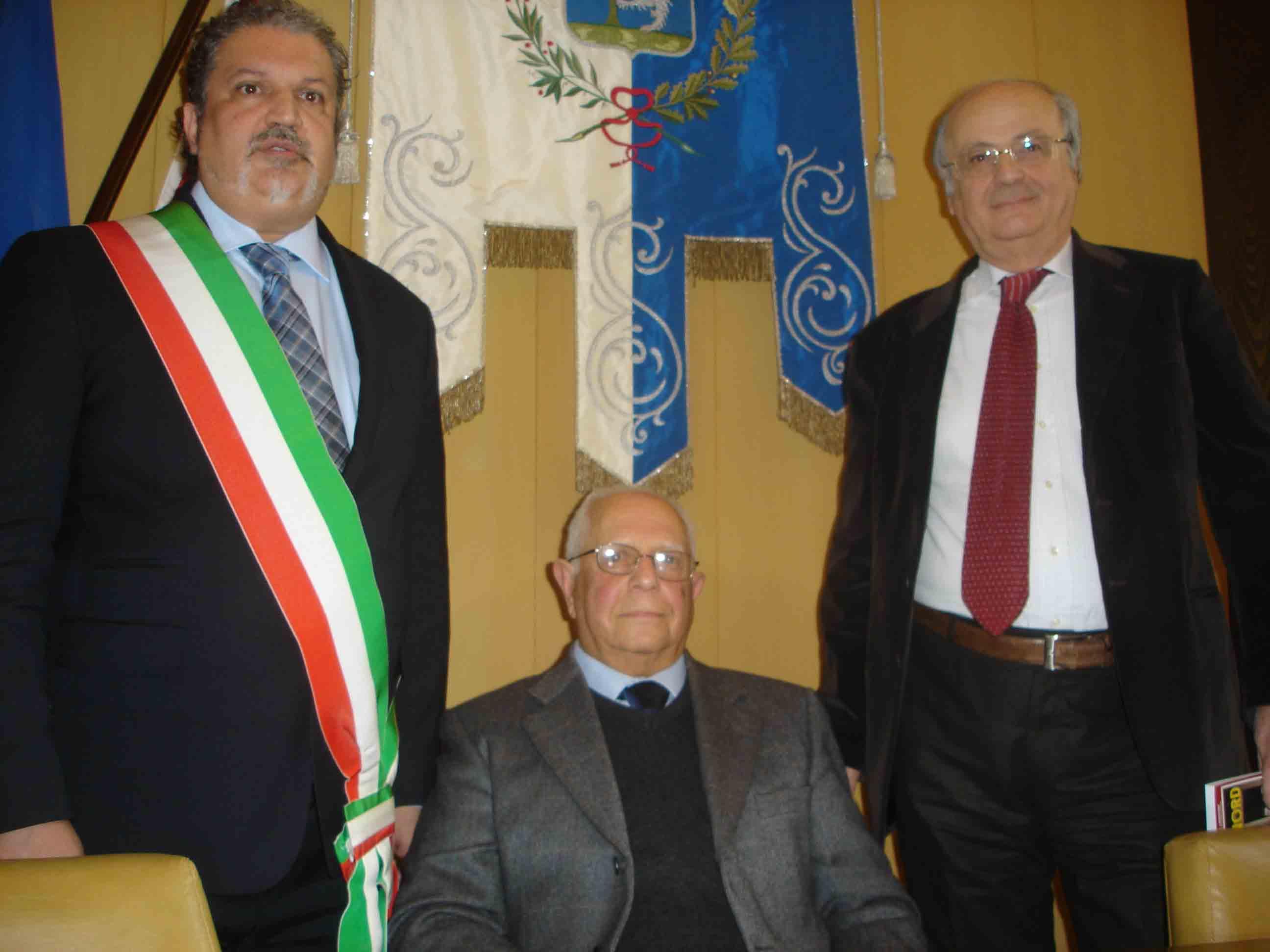 """Almenno S.B., ex sindaci e prefetto per Crescenzo Purcaro, protagonista del libro """"Giù al Nord"""""""