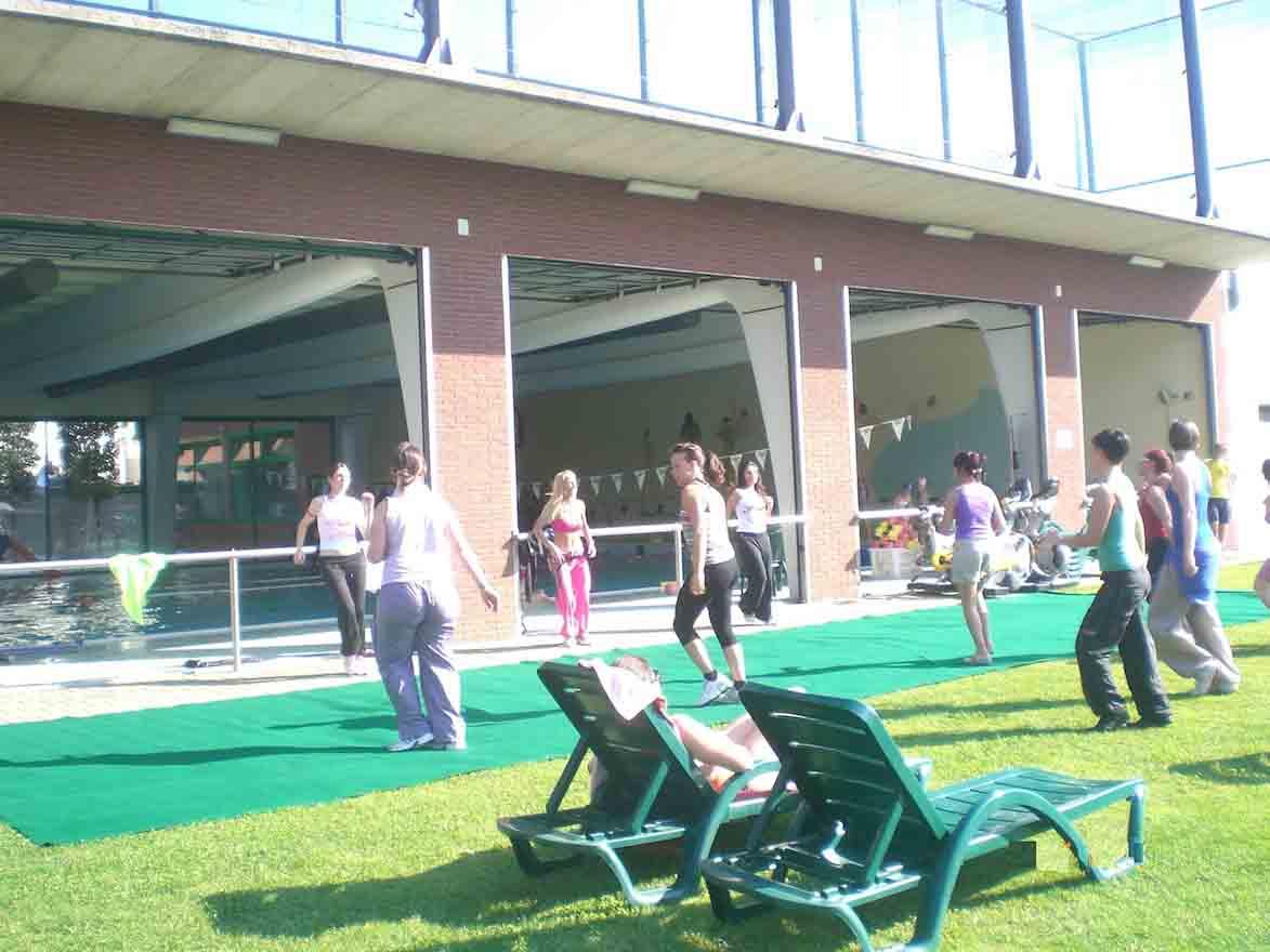 E' estate allo Sport Indoor di Mozzo.Ai campi estivi lezioni di golf, nuoto e laboratori creativi.