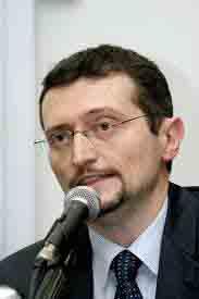 """""""UBI, banca popolare!"""" corre per vincere. Il direttore Masnaga lascia e Zanetti interviene con i dipendenti"""