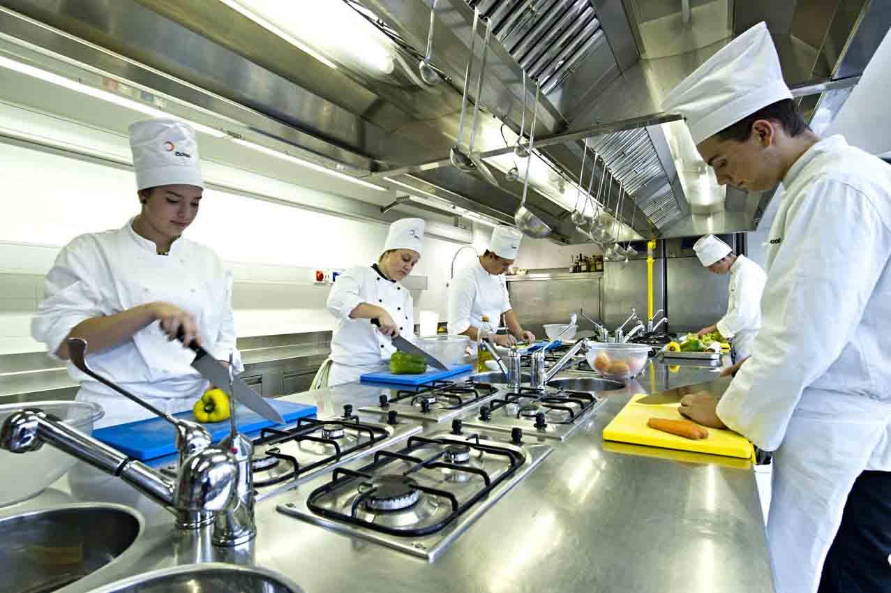 Gli studenti di iSchool alla cena di beneficienza che vede insieme il meglio della ristorazione orobica