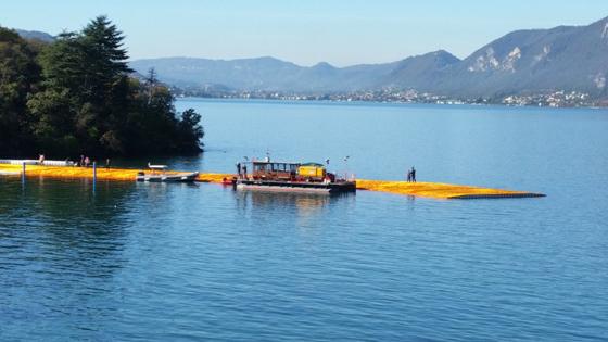 The Floating Piers: una passeggiata galleggiante sulle acque del Lago d'Iseo