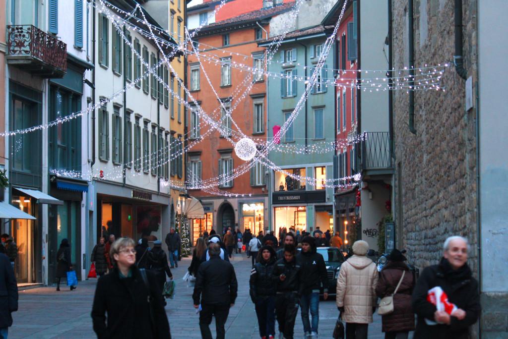 Consumi natalizi e 13esima, Ascom: «Cautela nel fare acquisti»
