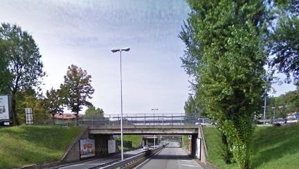 Calcinacci dal viadotto di Boccaleone. Limitazioni al transito