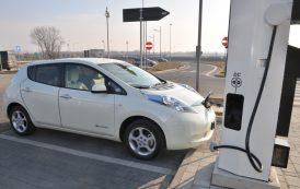 Ricarica veicoli elettrici, la Corte dei Conti bacchetta il Ministero