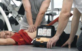 Infarto, salvato con defibrillatore da un «avversario»