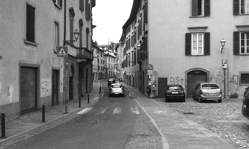 Lavori di rifacimento del porfido di via Borgo Palazzo
