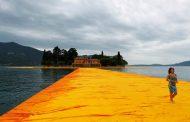 """Christo """"tradisce"""" il Lago di Iseo: «Siete degli incapaci»"""