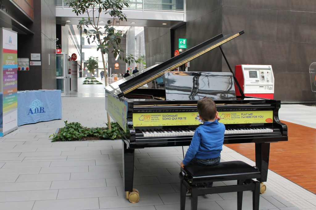 Pianoforti in liberta a Bergamo, un mese con Pianocity for Peace