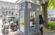 Distributore sul Sentierone: arte al posto di snack e bevande