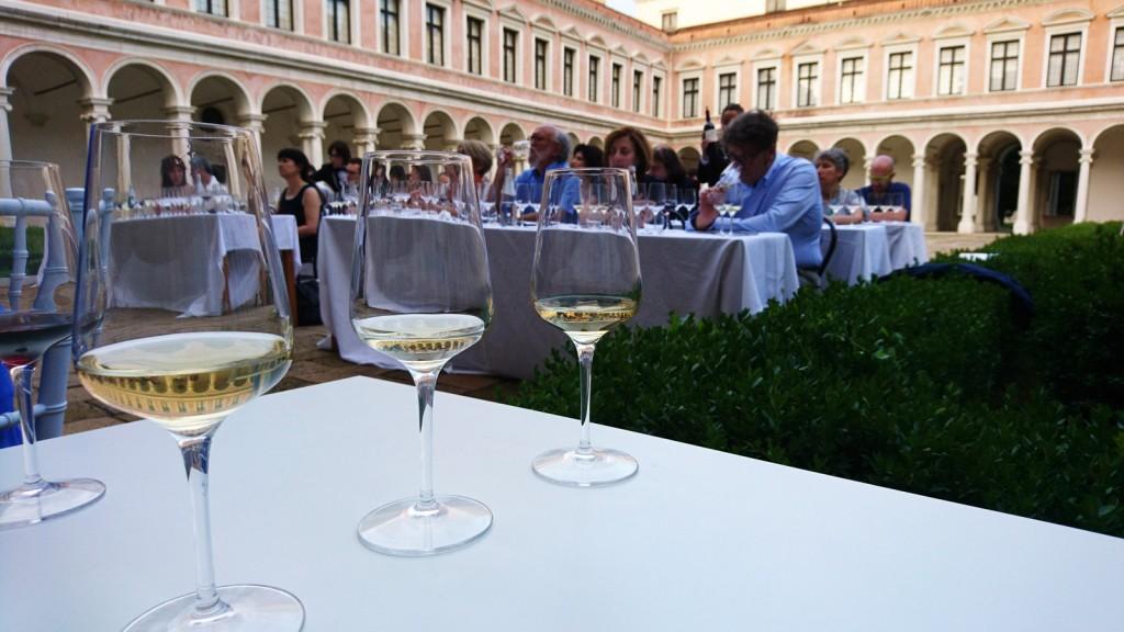 Camminare le vigne: luoghi, persone e cultura del vino italiano