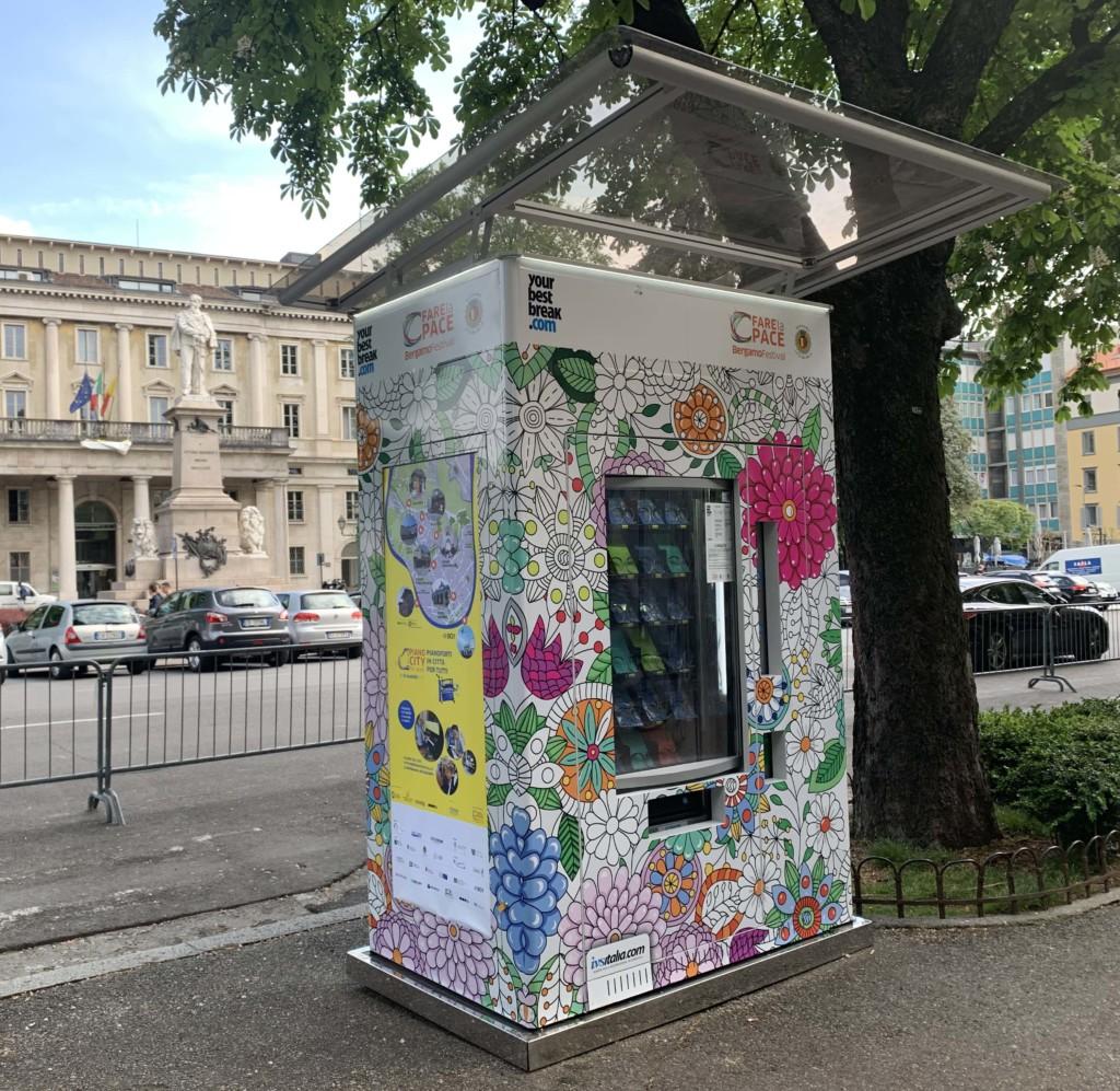 Ritorna il distributore di cultura sul Sentierone e in Piazza Vecchia