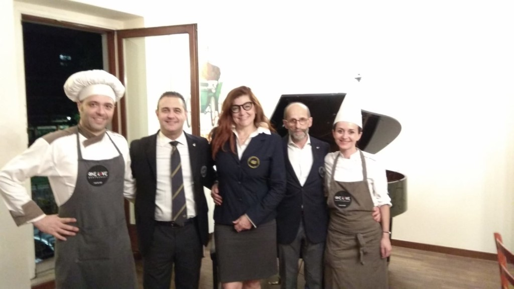 Tè, Champagne e finger food: serata raffinata dei sommelier Ais al One Restaurant di Bergamo.