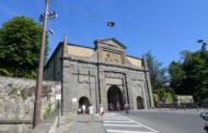 Porta S. Agostino senza barriere. Nuovi marciapiedi e scivolo