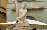 Ok la Fontana del Delfino restaurata, «ma senza auto e moto»