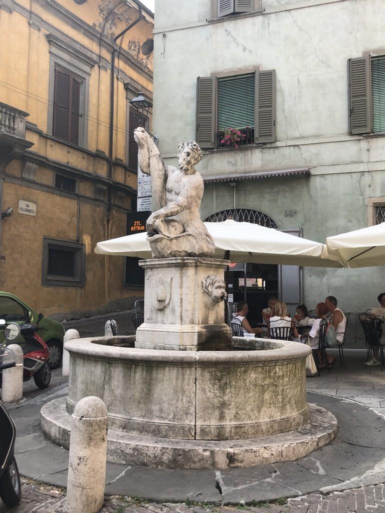 Fontana del Delfino sarà restaurata grazie allo sponsor