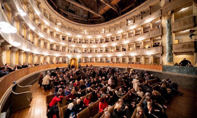 Pubblico vicino al Donizetti: «C'è chi rifiuta i rimborsi»