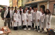 Gli aspiranti medici al lavoro per il test di medicina