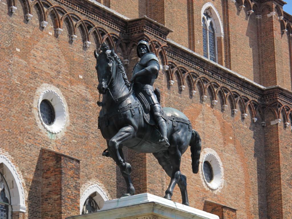 La rivoluzione delle statue