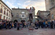 """""""Affacciati alla finestra"""": arte nei quartieri di Bergamo"""