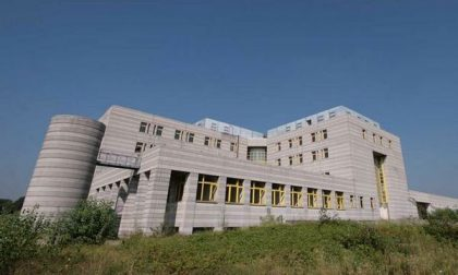Il centro servizi fantasma da 100 miliardi (di lire) in vendita