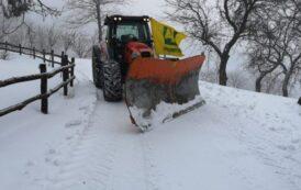 Anche i trattori di Coldiretti in campo per spazzare la neve