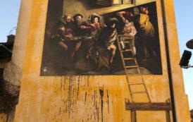 Vandali a Caravaggio: vernice nera sul murales