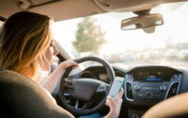 Smartphone alla guida, 10 multe in 5 ore