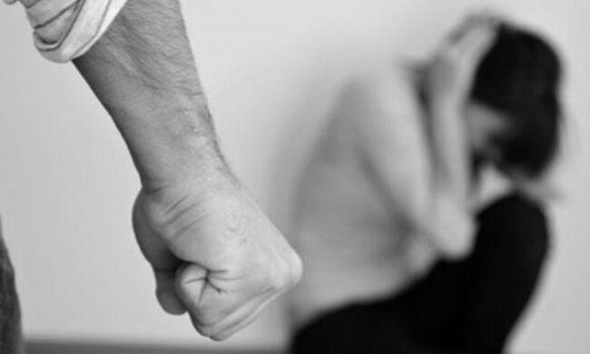 Picchiava la fidanzata e la sorvegliava, 29enne in carcere